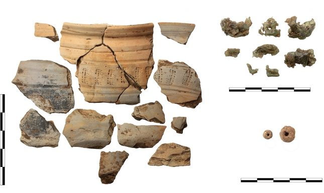4 early medieval ceramics and glass